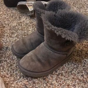Gray uggs with button on side!